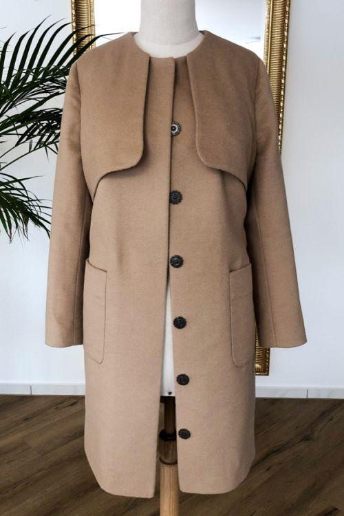 Mantel Beige.jpg